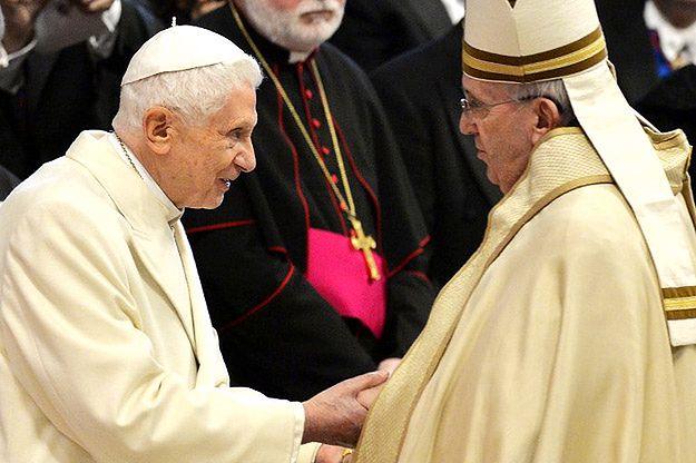 Benedykt XVI dwa lata po rezygnacji: dobrowolna izolacja i cicha obecność