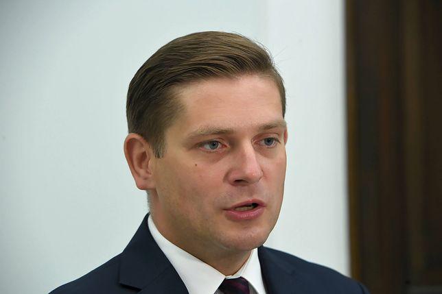 """Bartosz Kownacki uważa, że I prezes SN """"zaostrza konflikt"""". """"Widać, że pani Gersdorf się zakiwała"""""""