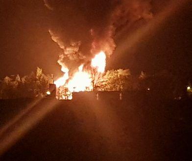Pożar gasi ponad 100 strażaków