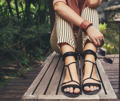 Letnie buty powinny zwracać na siebie uwagę fasonem oraz kolorem.