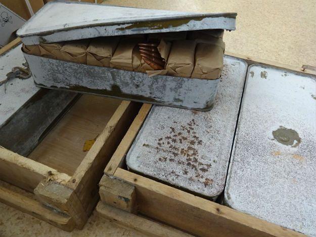 Dwie skrzynki amunicji w aucie z Francji. Policjanci sprawdzają, do kogo miała trafić