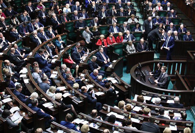 Kary finansowe dla posłów. Sejm zmienił regulamin