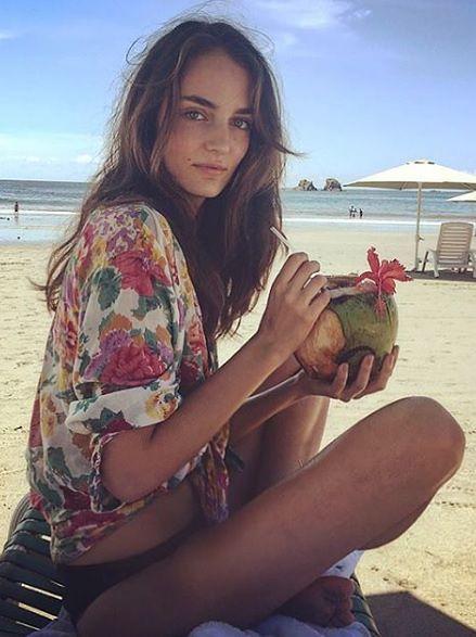 Pochwaliła się zdjęciami w bikini na rajskich plażach