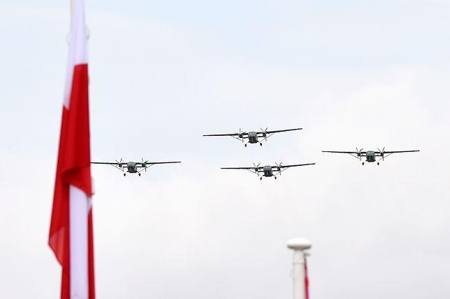 3 maja 2019: W piątek defilada przejdzie ulicami Warszawy. Paradę wojsk i służb mundurowych będziemy podziwiać na Wisłostradzie