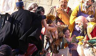 Aktywistka Femen usiłowała porwać figurkę Jezusa z szopki w Watykanie