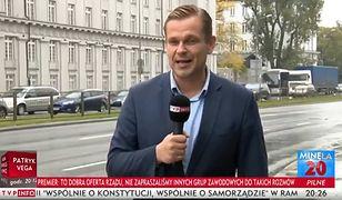 Reporter Łukasz Sitek na antenie TVP Info