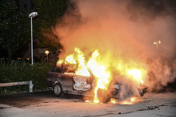 Podpalony samochód w Sztokholmie