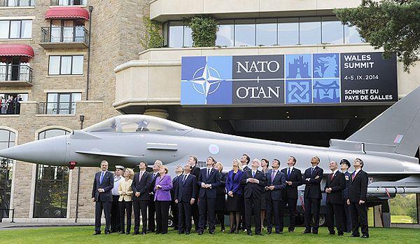 Uczestnicy szczytu NATO w Newport