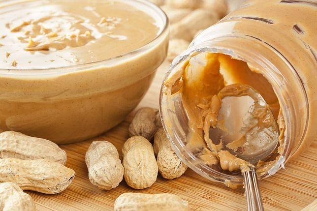 Masło orzechowe świetnie nadaje się nie tylko na kanapki, ale także jako dodatek do owoców. Przepisy z masłem orzechowym