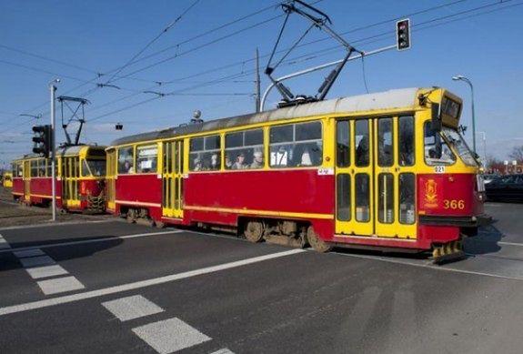 Dlaczego Warszawa nie wspiera komunikacji tramwajowej? [WIDEO]