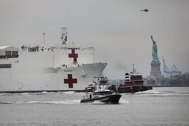 Koronawirus w USA. Olbrzymi okręt-szpital w Nowym Jorku stoi prawie pusty