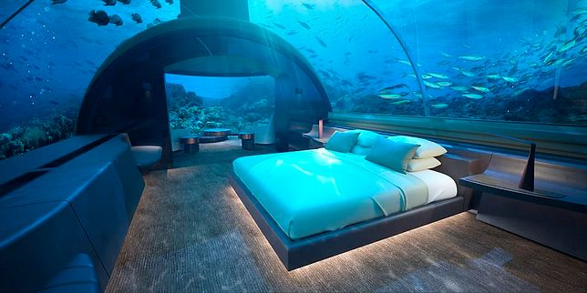 W podwodnej części willi znajdziemy m.in. sypialnię z ogromnym łóżkiem