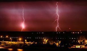 Ostrzeżenia przed gwałtownymi burzami. Na południu ulewny deszcz, porywisty wiatr i grad
