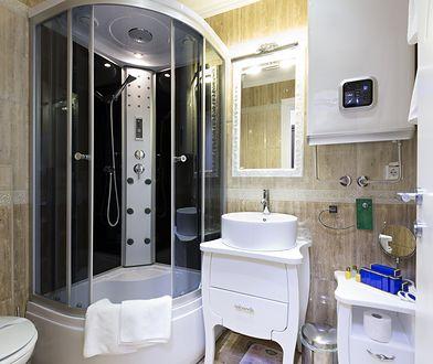 Zakup taniej kabiny z hydromasażem wydaje się korzystny do czasu pierwszej naprawy i odkrycia, że mało znany producent nie zapewnia odpowiedniego serwisu.