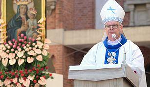 Suspendowany ksiądz Rafał C. ukradł tożsamość biskupowi Andrzejowi Czai