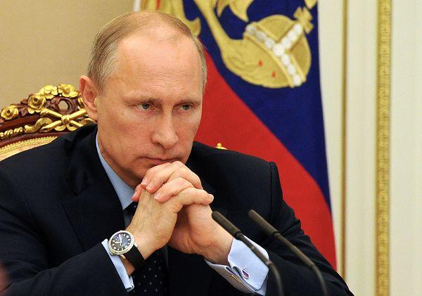 """""""Financial Times"""": co Zachód winien uświadomić Putinowi w Normandii"""