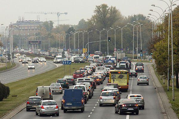 Przed świętami duży ruch na trasach wyjazdowych z miast