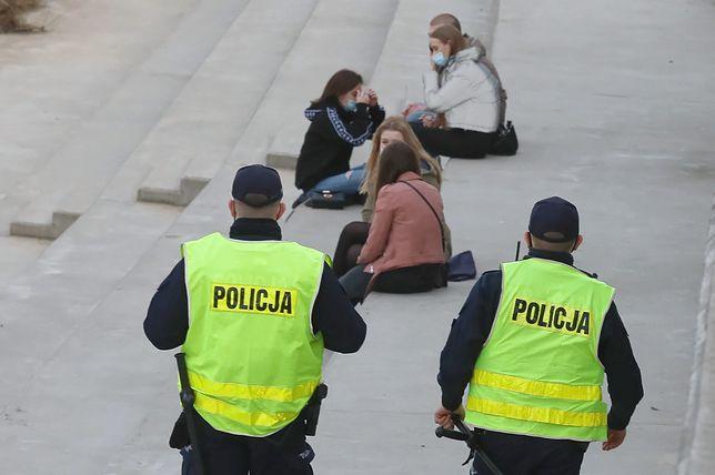 Komenda Główna Policji opublikowała dane z ostatniej doby. Prawie 24 tysiące kontroli i 5,5 tys. mandatów za brak maseczek