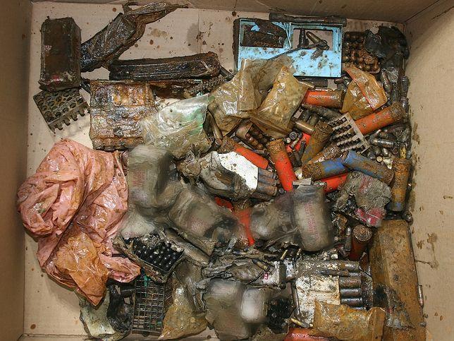 Policjanci przejęli broń z prywatnych posesji w Otwocku i Józefowie