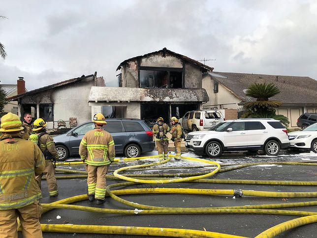 USA: samolot rozpadł się w powietrzu i spadł na osiedle domów w Yorba Linda (Kalifornia)