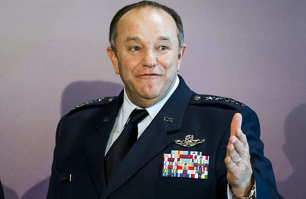 Dowódca sił NATO w Europie: wkrótce decyzja o magazynach sprzętu NATO w Rumunii