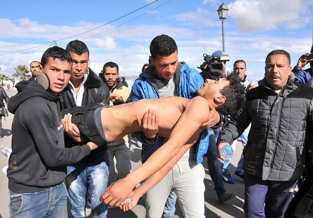 W Tunezji znów wrze - bezrobocie pchnęło młodych do protestów. Ale eksperci uspokajają
