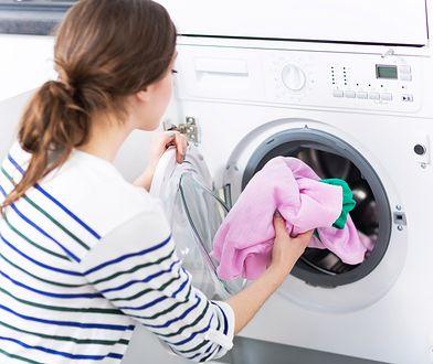 Wypróbuj tani sposób na czyszczenie pralki automatycznej