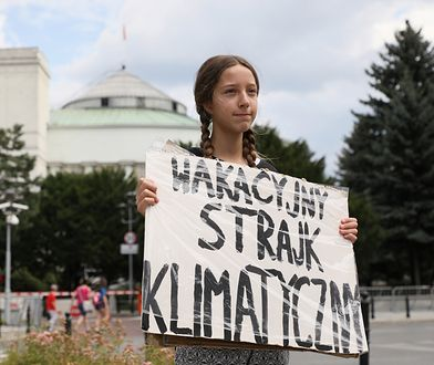 Warszawa. Inga Zasowska przed Sejmem