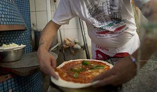 Włoska pizza, a dokładniej opakowania na nią, znalazły się na cenzurowanym.