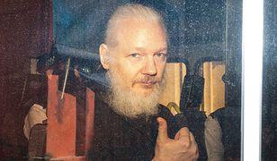 Julian Assange szpiegował i brudził w ambasadzie. Teraz stanie przed sądem