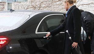Theresa May została uwięziona we własnym aucie