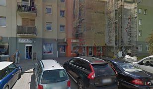 Koronawirus. Okolice sklepu w Oleśnicy, w którym pracowała zmarła kobieta