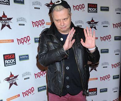 Krzysztof Grabowski, lider zespołu Pidżama Porno, nie zostawił na redaktorach TVP suchej nitki.