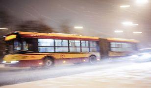 Warszawa. Zderzenie autobusu zsamochodem na Bielanach
