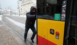 Warszawa. Obywatel Białorusi nagrodzony przezratusz biletem