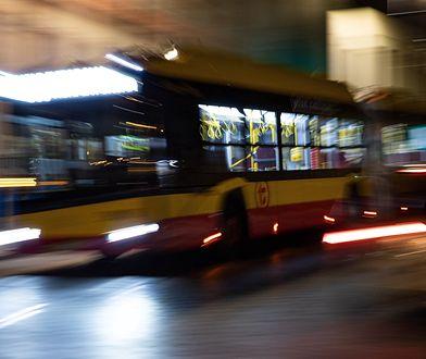 Warszawa. Czołowe zderzenie samochodu z autobusem. Jeden z kierowców pijany