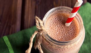 Koktajle z owocami, kakao i roślinnym mlekiem mogą pomóc wyrzucić słodycze z jadłospisu