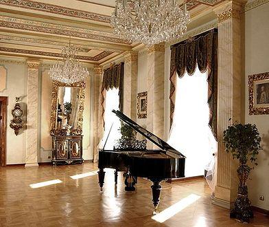 Salon Muzyczny w Zamku Książąt Sułkowskich prezentuje się bardzo okazale