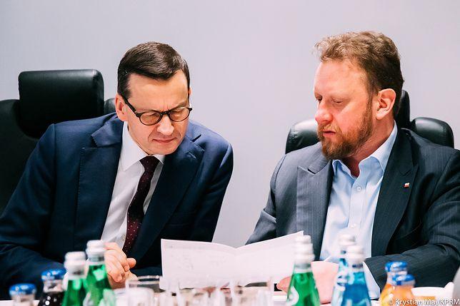 """Dzień pielęgniarek. Premier Mateusz Morawiecki dziękuje też ministrowi zdrowia. """"Łukasz - masz moje pełne wsparcie!"""""""
