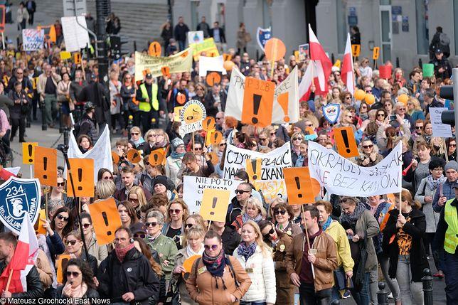 Strajk nauczycieli podzielił opinię publiczną
