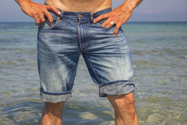 Wygodne bermudy warto zabrać na wakacyjny urlop
