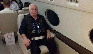 Na pokładzie samolotu do USA Lech Wałęsa miał na sobie koszulkę z napisem konstytucja