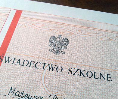 Absolwenci gimnazjów z nieważnymi świadectwami. Problem w całej Polsce
