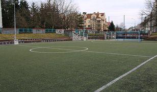 Warszawa. Sanepid zbadał boisko szkolne na Ursynowie