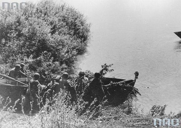 Żołnierze z armii Berlinga walczący w powstaniu warszawskim zostali wysłani na pewną śmierć
