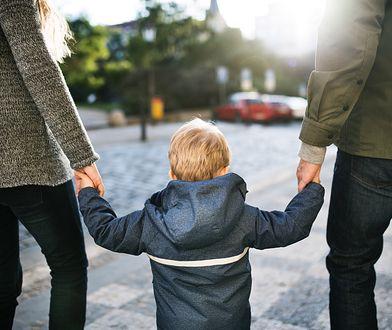 Nazwisko dziecka może przysporzyć wiele problemów.