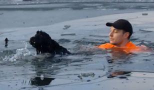 Wskoczył do zamarzniętego jeziora, by ratować psa. Historia wyciska łzy