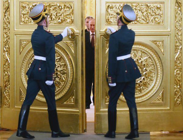 Władimir Putin przed podpisaniem traktatu o przyjęciu Krymu i Sewastopola do Rosji