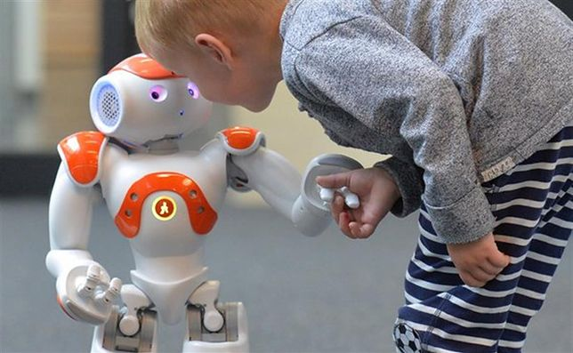 Dzieci łatwiej ulegają manipulacji ze strony robotów niż dorośli