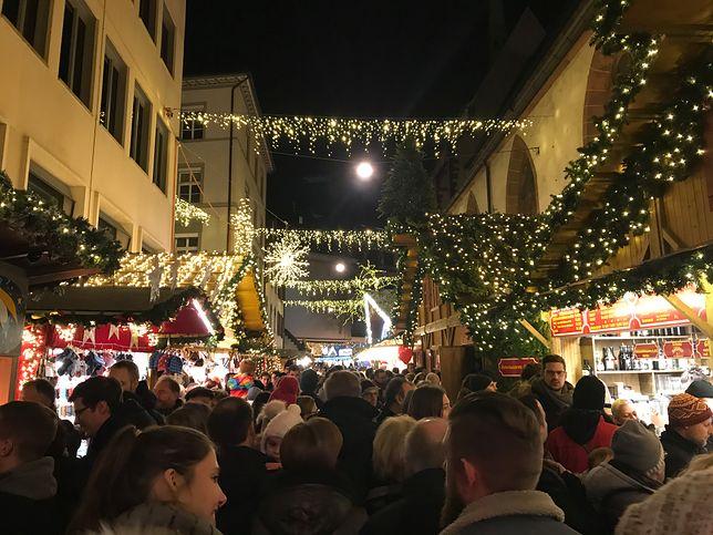 Jarmark świąteczny w Bazylei przyciąga tłumy mieszkańców i turystów